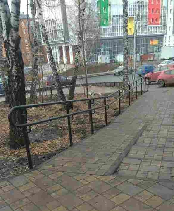 Для удобства маломобильных томичей на ул. Красноармейской установлены поручни