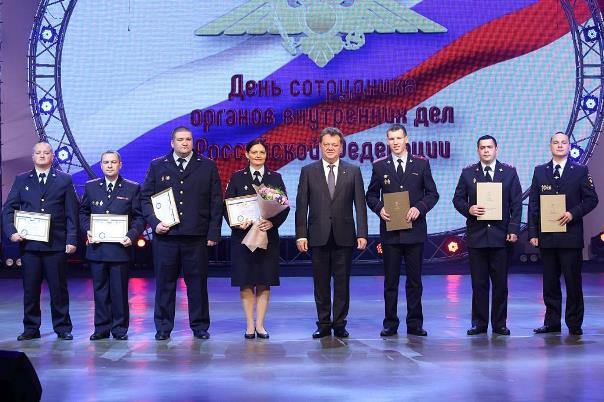 Мэр Томска Иван Кляйн вручил награды  лучшим сотрудникам полиции